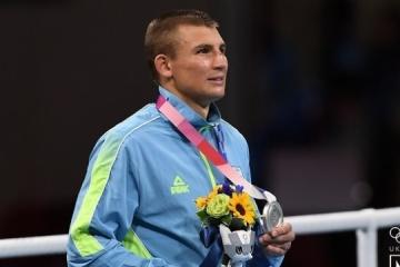 Boxeador Khyzhnyak se queda con la plata de los Juegos Olímpicos 2020