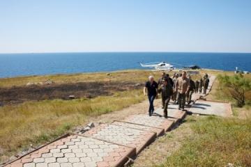 Zelensky flies to Zmiinyi Island to check combat readiness of Ukraine military