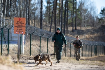 Lettlands Regierung bewilligt Finanzierung von Grenzzaun zu Belarus und Russland