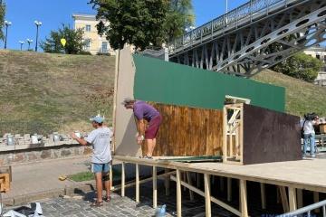 """Kyjiw: Unbekannte zerstörten """"sowjetische"""" Installationen auf Allee der Himmlischen Hundertschaft"""
