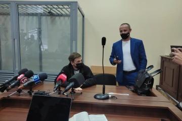 裁判所、記者を襲撃した2名に逮捕判決