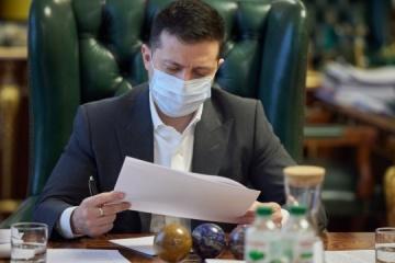 """Zelensky firma una ley que cancela la zona económica libre """"Crimea"""""""