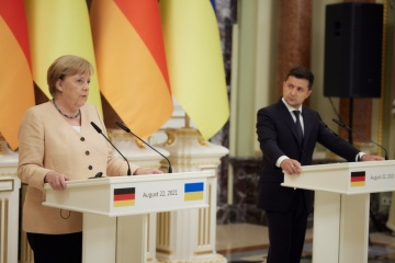 Merkel unterstützt Weigerung der Ukraine, mit Vertretern vorläufig besetzter Gebiete zu verhandeln