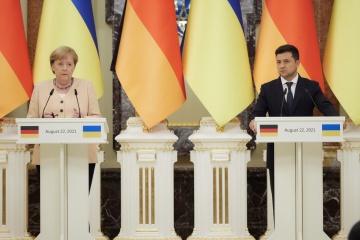 """Merkel popiera odmowę Ukrainy na temat bezpośrednich negocjacji z przedstawicielami """"L/DNR"""""""