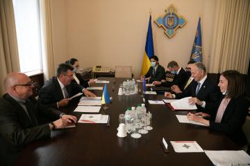 Le secrétaire général délégué de l'OTAN: La Crimée fait partie de l'Ukraine