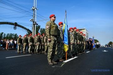 Le défilé militaire en l'honneur du 30e anniversaire de l'indépendance de l'Ukraine se déroule sur Krechtchatyk