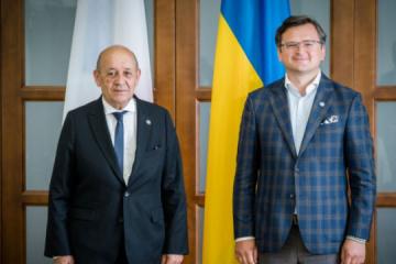 Exteriores: Macron visitará Ucrania este año