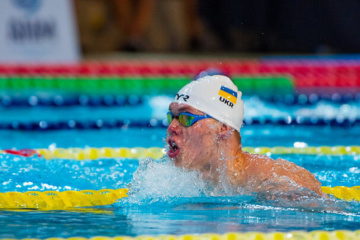Swimmer Trusov wins Paralympic gold, sets world record