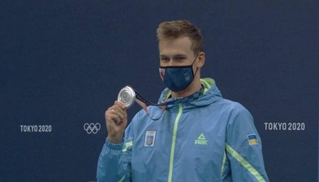 «Так держать»: Зеленский поздравил пловца Романчука с «серебром» в Токио