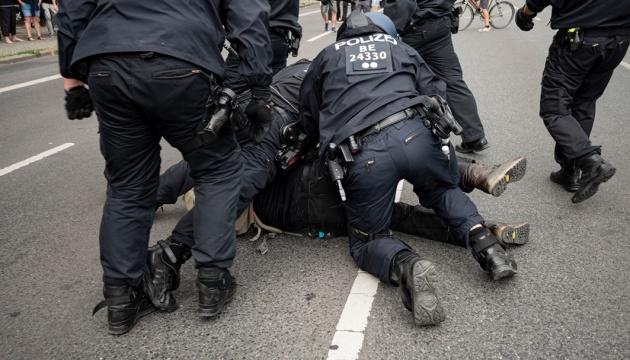 У Берліні затримали майже 600 учасників антикарантинної демонтрації
