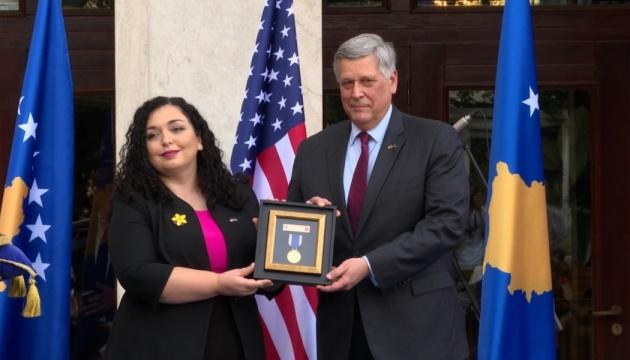 Президентка Косова посмертно нагородила сина Байдена медаллю за верховенство права
