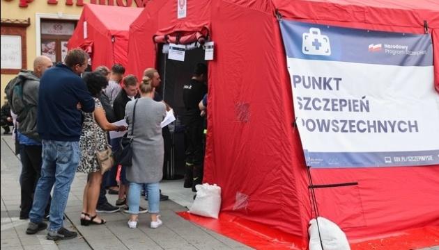 У Польщі «жовті жилети» підпалили пункт вакцинації