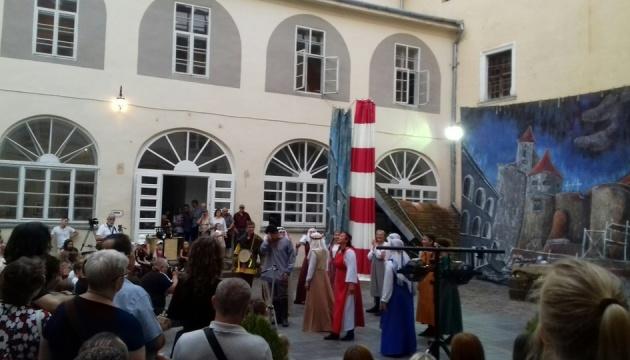 В замках Закарпатья покажут спектакли с рыцарскими боями