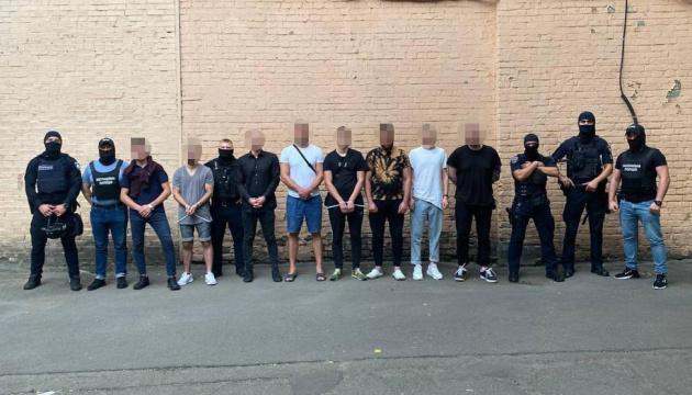 У Києві затримали злочинців, які пограбували 150 іноземців у нічних клубах