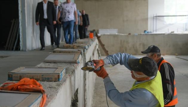 За програмою «Велике будівництво» у Дубно на Рівненщині оновлюють басейн