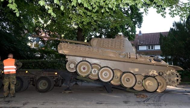 Суд у Німеччині виніс вирок колекціонеру військової зброї, який зберігав у себе танк