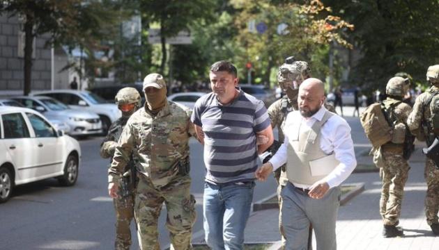 Мужчину с гранатой вывели из здания Кабмина