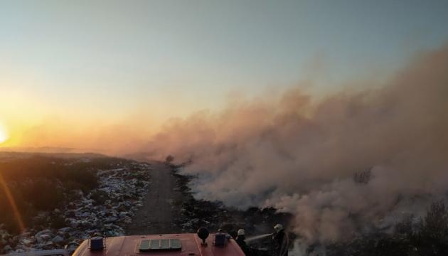 На Житомирщине произошел пожар на мусоросвалке
