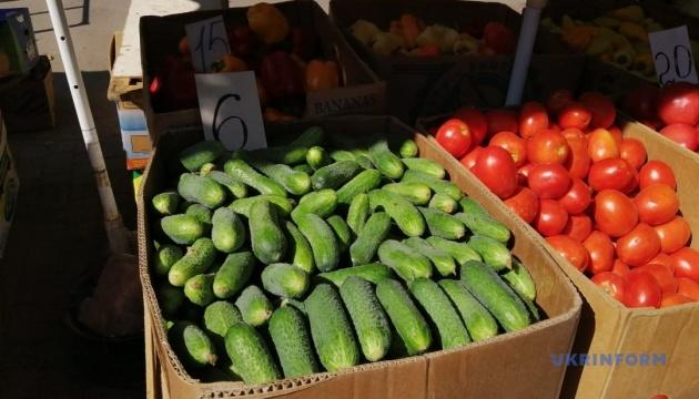 В Херсоне цена на огурцы на рынках от 2 до 35 гривень за килограмм
