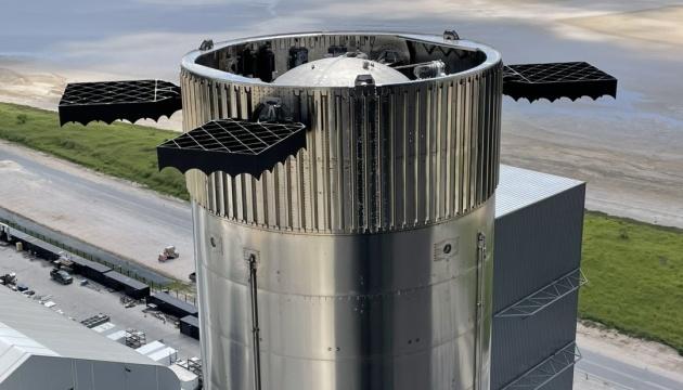 Маск показав ракету Starship, що скоро полетить на орбіту