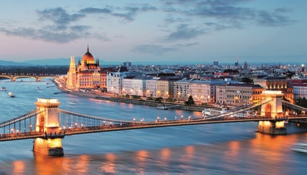 Hungary lifts travel restrictions for Ukrainians