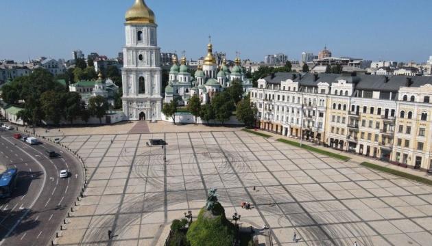 ウクライナ世界遺産前の広場でドリフト走行 文化相が強く批判