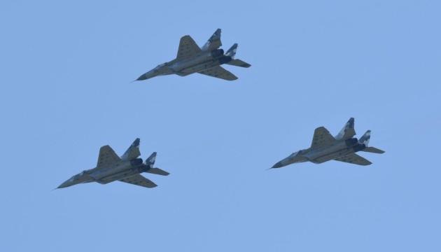 Авиация готовится к военному параду на День Независимости
