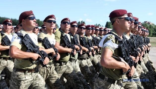 Soldaten üben für Militärparade zum 30. Unabhängigkeitstag