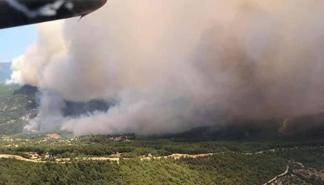 Українська авіація продовжує гасити лісові пожежі у Туреччині й Греції