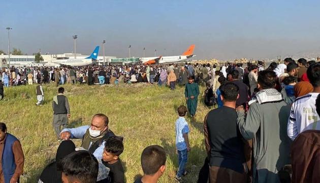 Afghanistan : Au moins cinq morts dans le chaos de l'aéroport de Kaboul