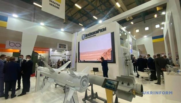 Delegación ucraniana inicia visita a la exposición de armas IDEF 2021 en Turquía