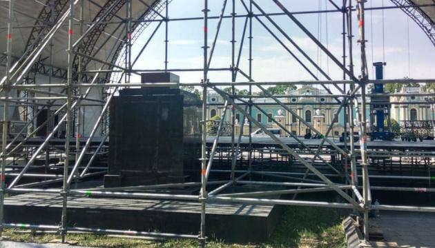 Організатори концерту Бочеллі відреагували на заяву заступника Кличка щодо «сцени на могилах»