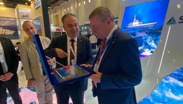 Urusky: En la IDEF 2021, se discute la participación de Turquía en la creación de parques tecnológicos en Ucrania
