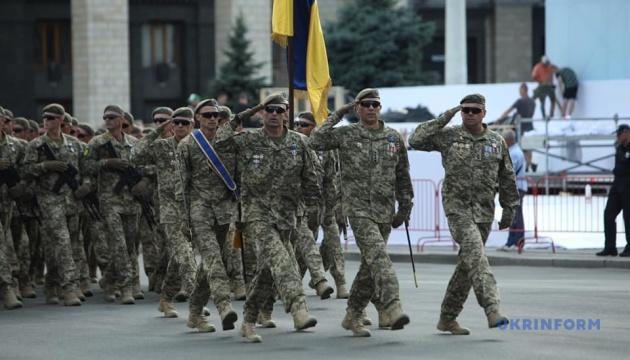 キーウでウクライナ独立30周年記念日軍事パレードの最終予行演習
