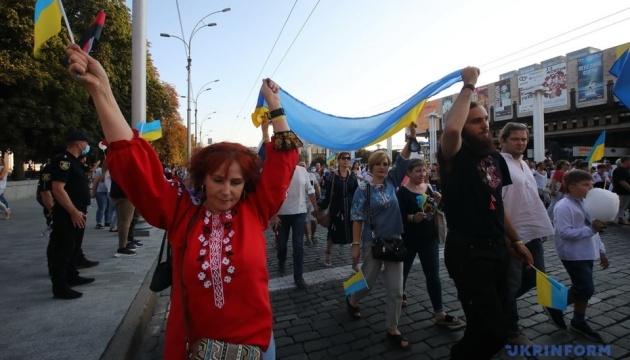 У Харкові провели рекордний парад вишиванок: майже дві тисячі учасників