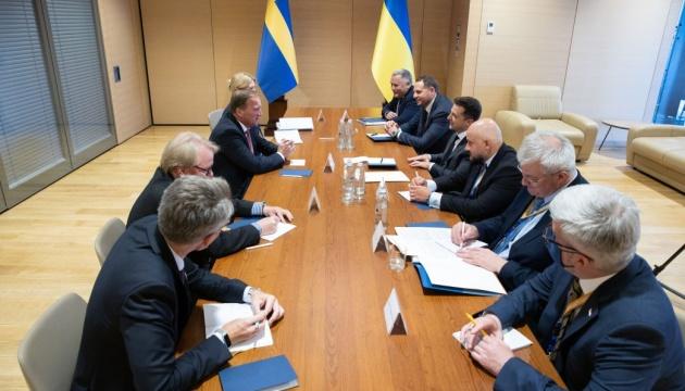 ゼレンシキー大統領、スウェーデン首相と会談 コサック時代憲法貸し出しに謝意