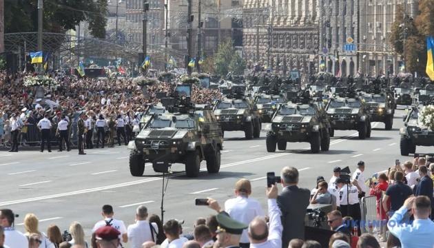 キーウ中心部でウクライナ独立記念日式典・軍事パレード開催