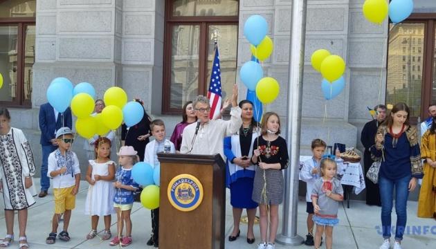 Над мерією першої столиці США підняли прапор України