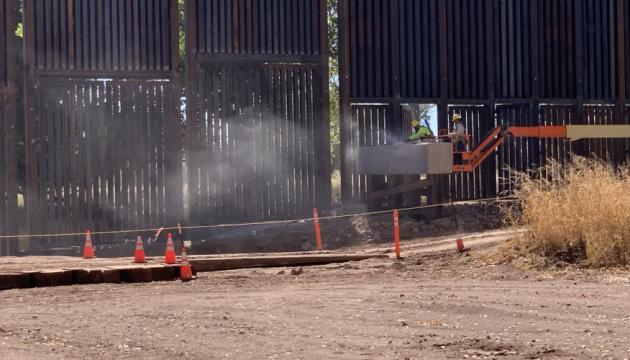 «Стена Трампа» на границе с Мексикой начала разрушаться