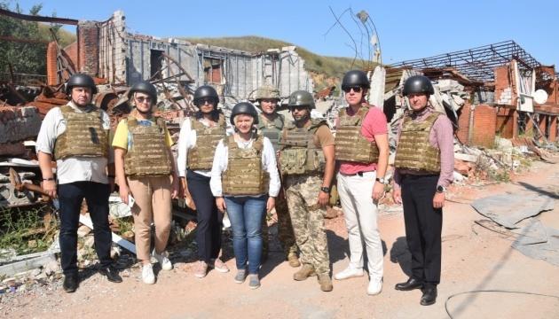 Parlamentarios estonios y ucranianos visitan la zona de la Operación de las Fuerzas Conjuntas