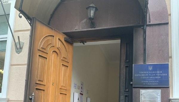 Kyjiw: Mann wirft Molotowcocktail auf Büro der Menschenrechtsbeauftragten