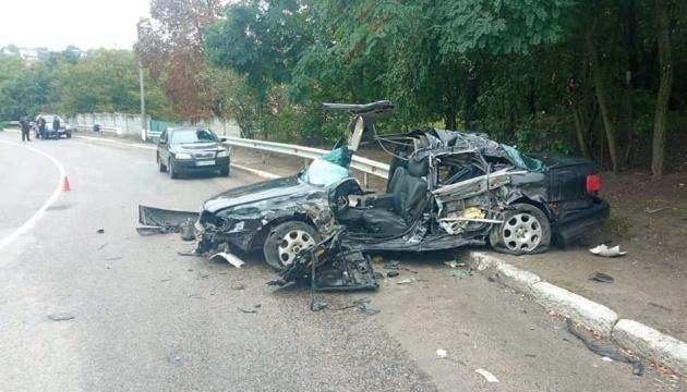 In Oblast Kyjiw ein PKW prallt gegen Lastwagen: Ehepaar und zwei Kinder verletzt