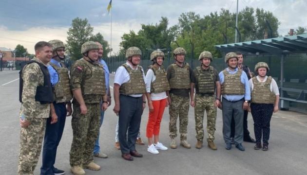Latvian officials visit Shchastia checkpoint in Luhansk region