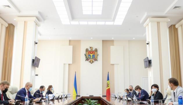 Los primeros ministros de Ucrania y Moldavia discuten el desarrollo de las relaciones bilaterales