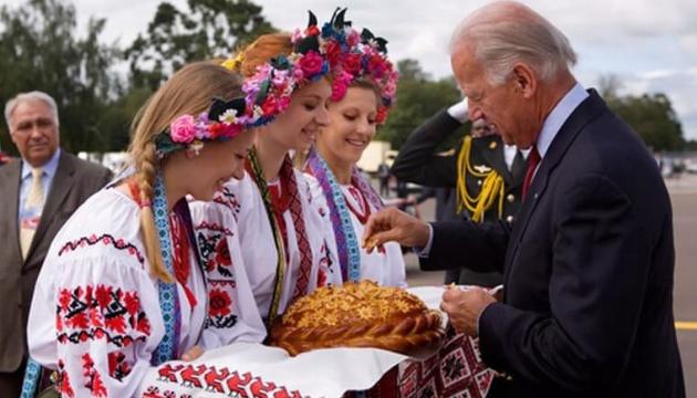 О нюансах украинско-американских отношений тоже надо читать «с бромом»