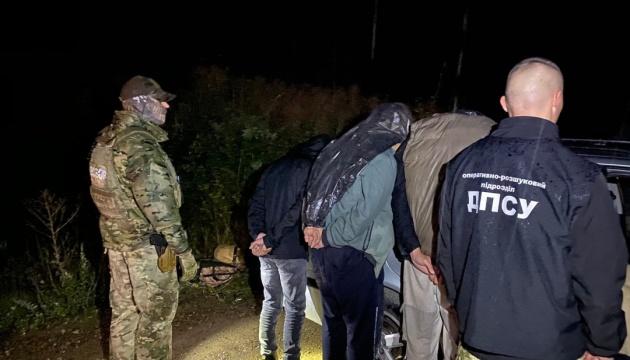 Пограничники задержали на Буковине нелегалов из Афганистана и Пакистана