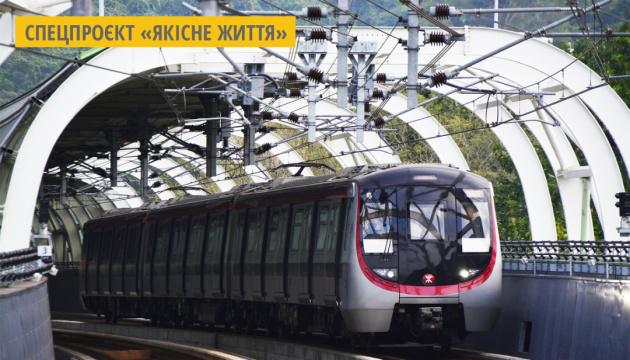 У Китаї розробили робота-гіда, який також дезінфікує метро
