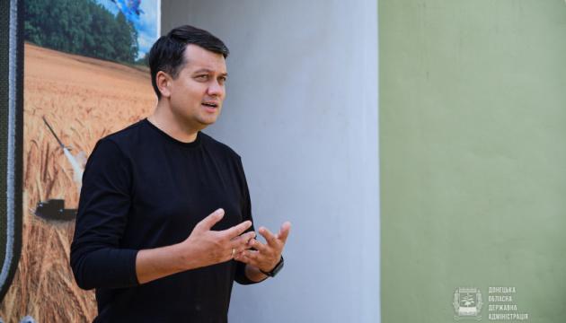 Разумков прокоментував напад на Порошенка із зеленкою