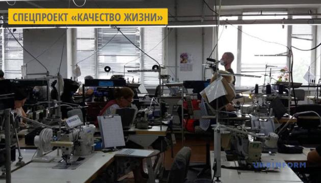 На Житомирщине фабрика шьет мужские брюки премиум-сегмента на экспорт