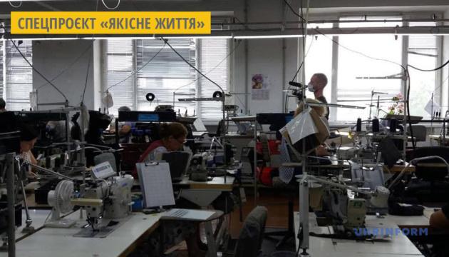 На Житомирщині фабрика шиє чоловічі штани преміум-сегменту на експорт